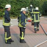 Die Feuerwehrleute sind gut organisiert.