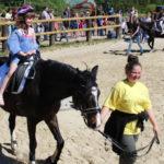 Das Ponyreiten war sehr beliebt und brachte alle zum Strahlen.